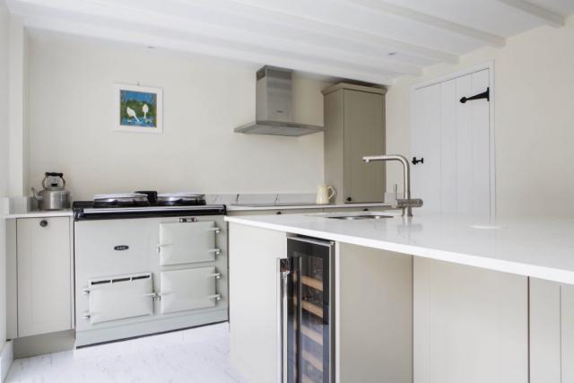 Aga range cooker white quartz breakffast bar kitchen island worminghall buckinghamshire 1 1024x683