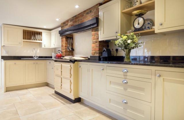 Handpainted kitchen Aga range cooker granite worktop amersham buckinghamshire bespoke kitchen inframe 2 2 1024x671