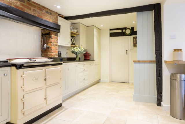 Handpainted kitchen Aga range cooker granite worktop amersham buckinghamshire bespoke kitchen inframe 3 1024x687