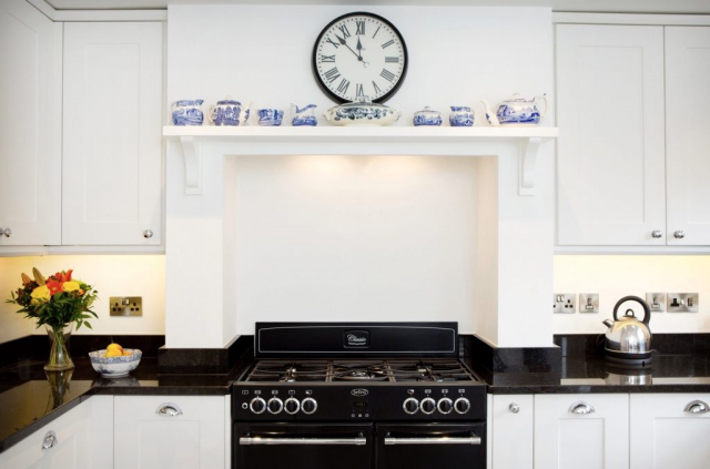 Mantle feature with shelf painted range cooker thame shaker oxfordshire 1024x676