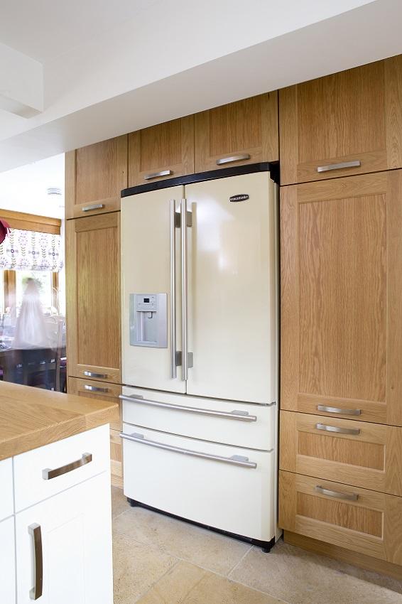 Oak Shaker kitchen rangemaster refrigerator brill buckinghamshire