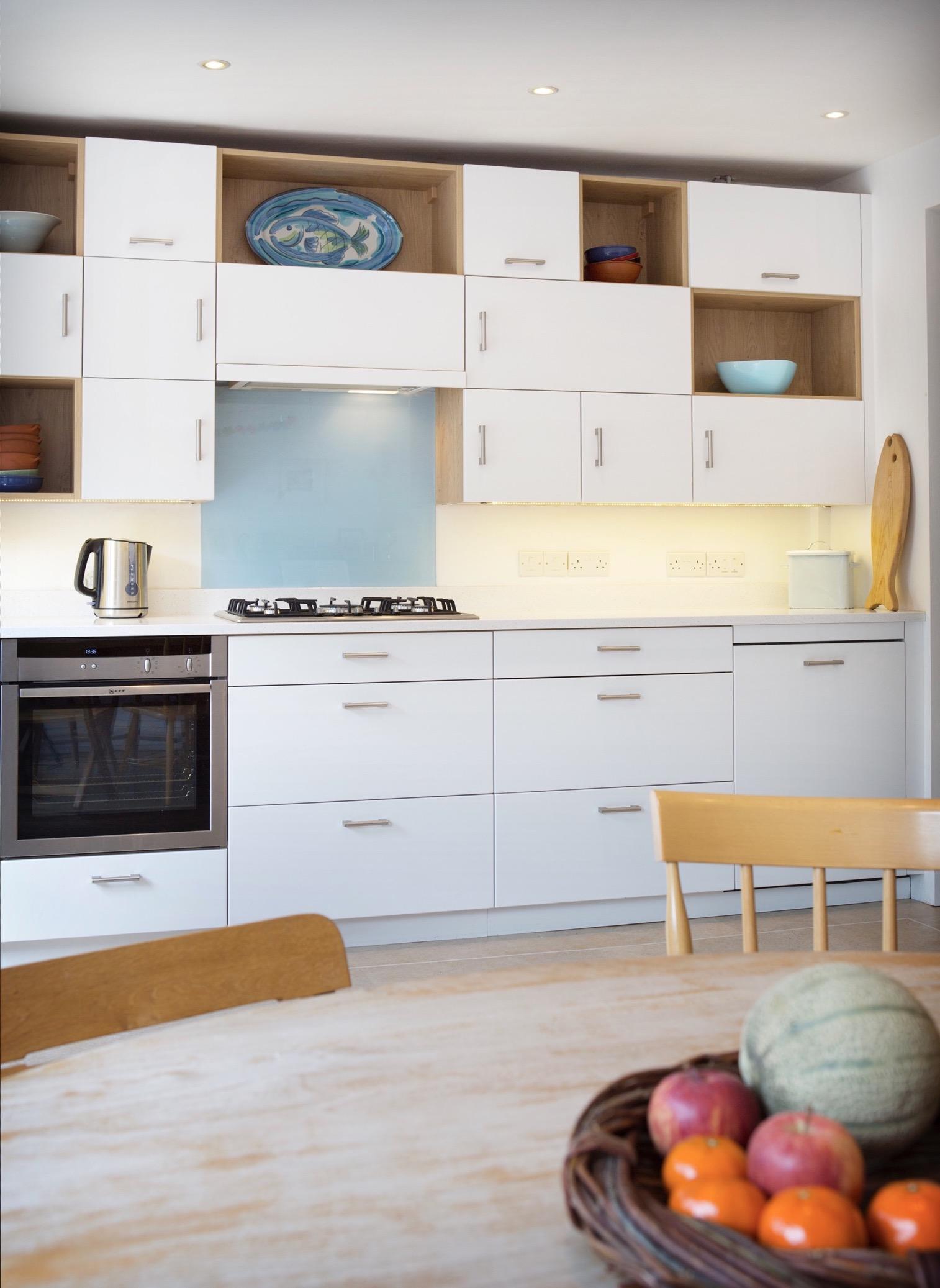 Oxford modular kitchen glass backsplash 1
