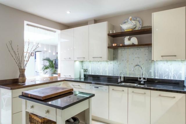 cream gloss kitchen walnut shelves wallingford oxford island 1 1024x683