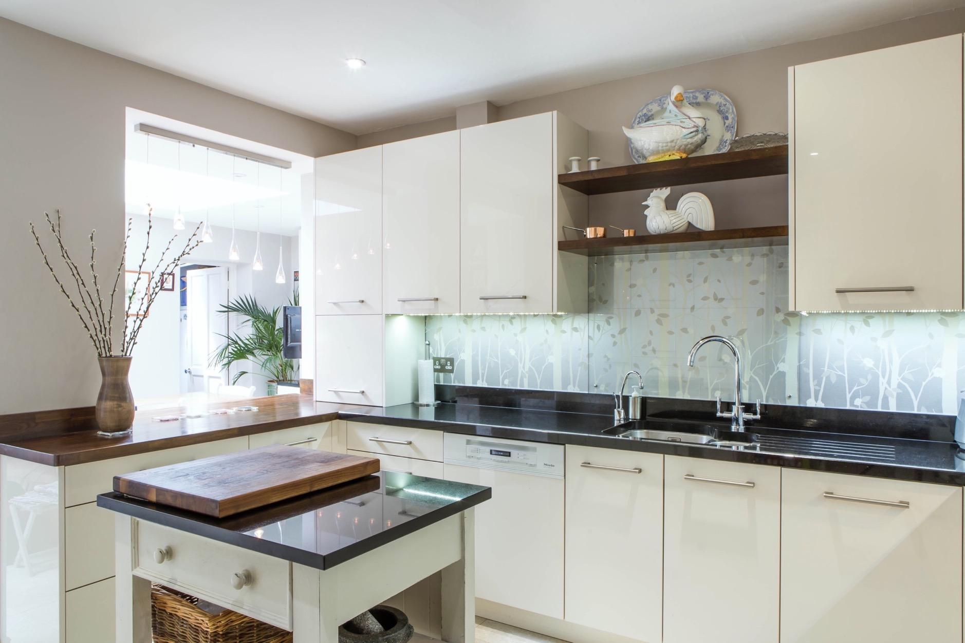 cream gloss kitchen walnut shelves wallingford oxford island 1
