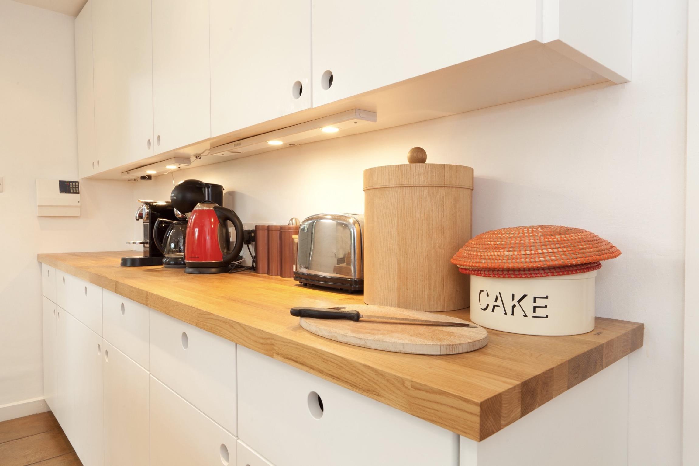 flat panel modern kitchen oak bespoke oxfordshire chopping board 1