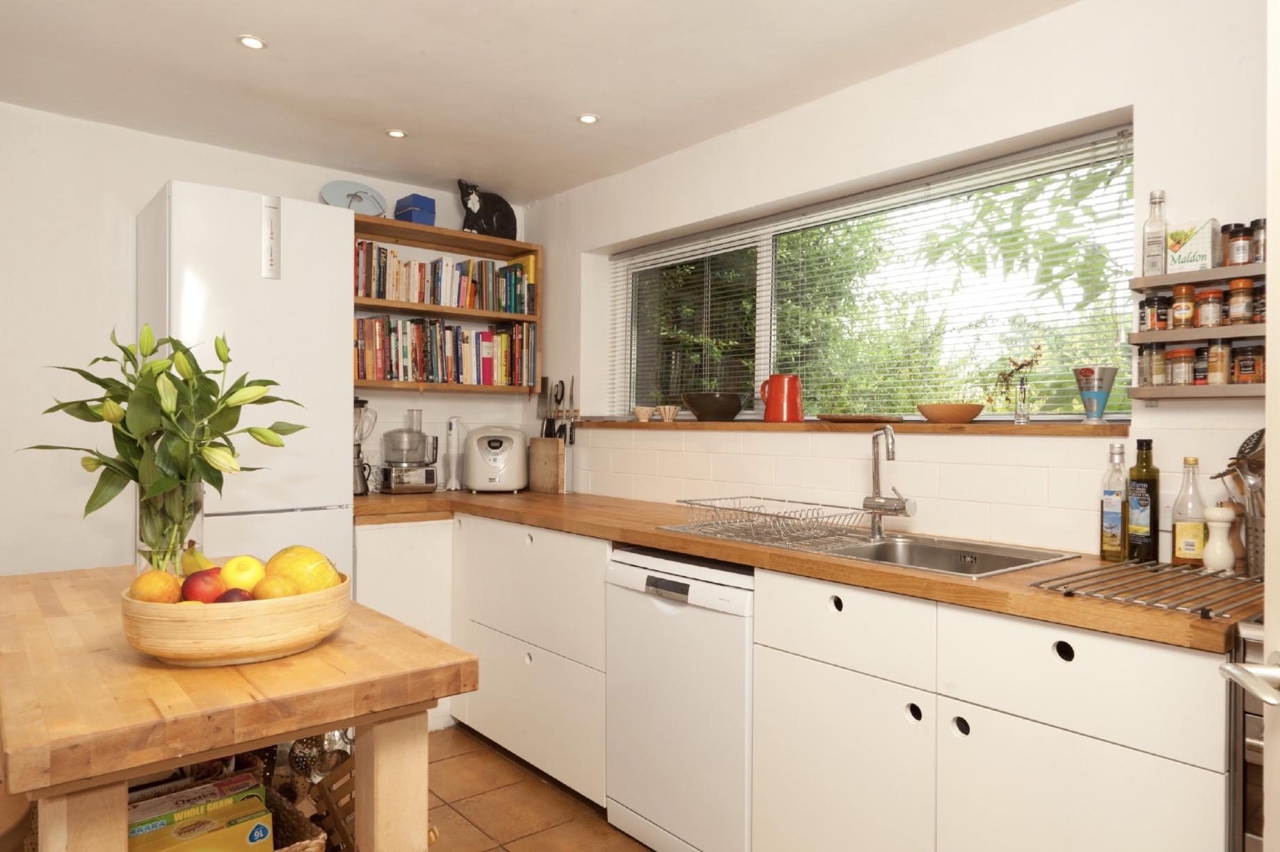 flat panel modern kitchen oak shelves bespoke oxfordshire 1