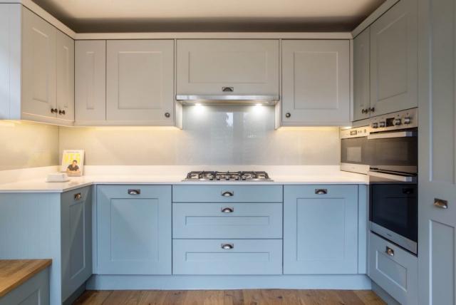 glass backsplash gas hob integrated extractor quartz worktops pan drawers thame oxfordshire kitchen designers 1024x685