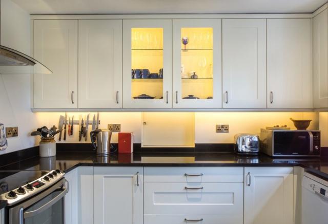 glazed wall cupboards with glass shelves long crendon buckinghamshire 1 1024x698