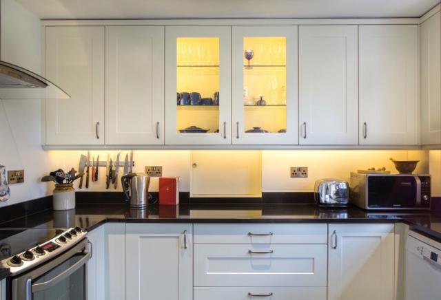 glazed wall cupboards with glass shelves long crendon buckinghamshire 2 1024x698