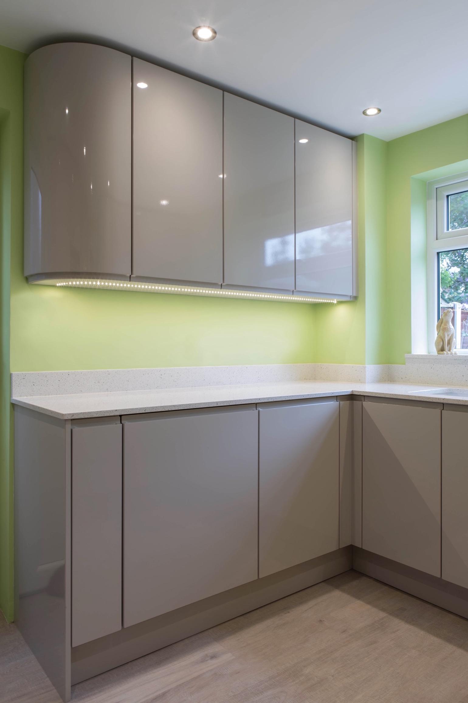 gloss handleless kitchen quartz worktop curved cupboard aylesbury buckinghamshire 1