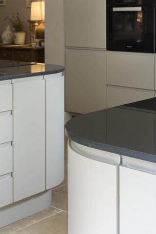 mocha handleless kitchen goring oxford curved doors oxfordshire 2 683x1024