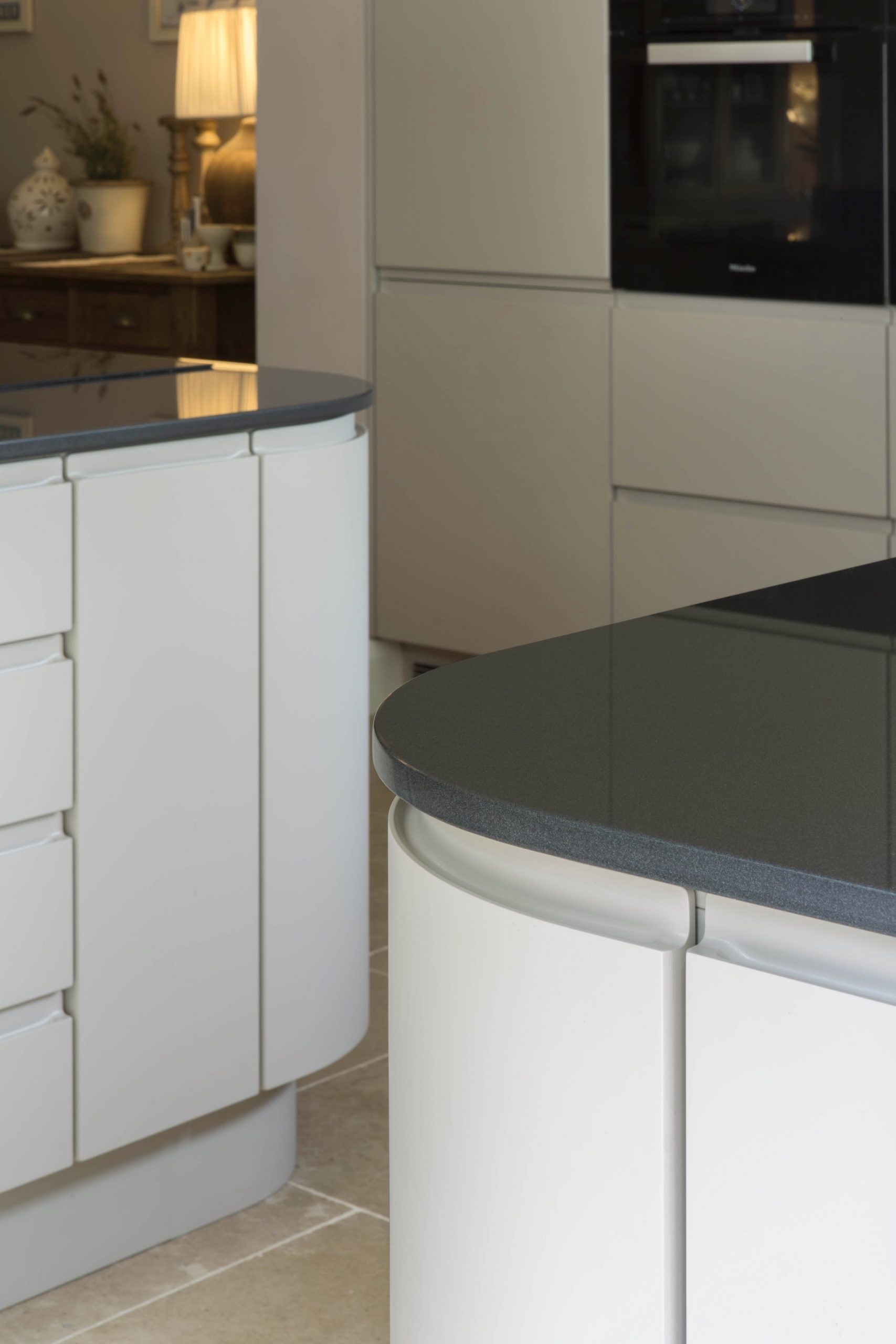 mocha handleless kitchen goring oxford curved doors oxfordshire 2 scaled