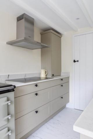 pan drawers induction hob worktop dresser worminghall oakley buckinghamshire 683x1024