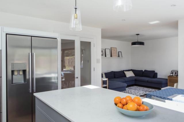 stainless _steel_white_quartz_kitchen_diner_grey_handleless_thame_oxford