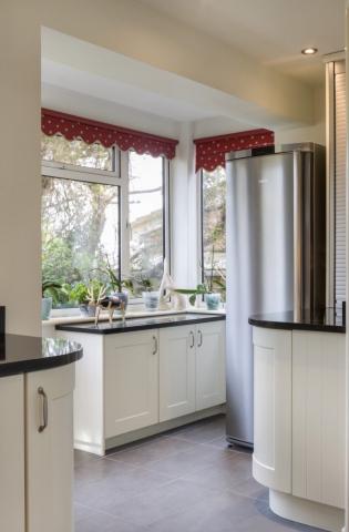 stainless steel fridge curved kitchen long crendon buckinghamshire 673x1024