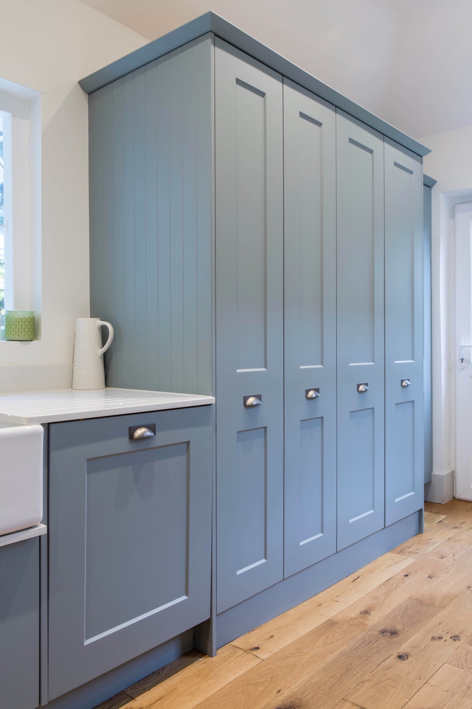 washing machine and clothes dryer in cupboard thame bespoke kitchen design oxfordshire 1