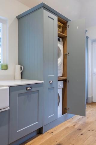 washing machine and clothes dryer in cupboard thame bespoke kitchen design oxfordshire 2 683x1024