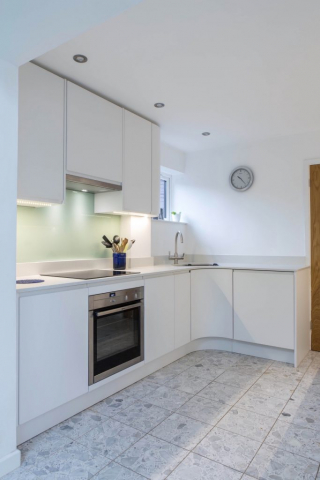 white handleless induction hob under cupboard lights oxford thame bespoke kitchen 2 1 683x1024